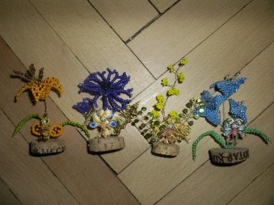 Эльфы на цветах